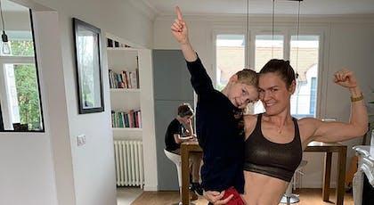 enfant et sa maman prêtes pour leur séance de gym