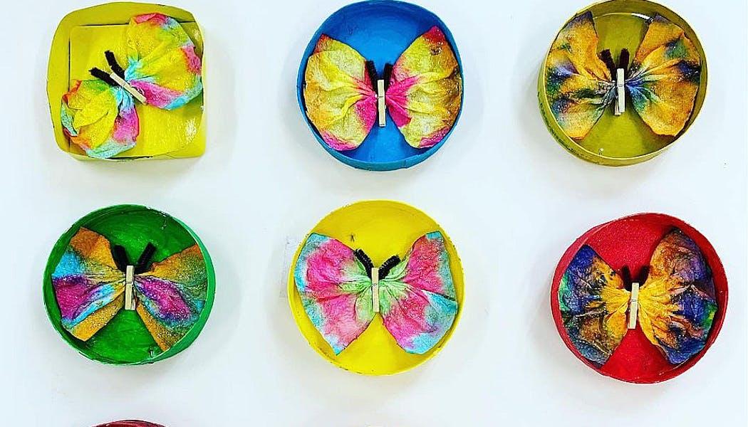 Des papillons faits en boîte à fromage