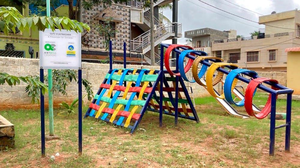#4 Des aires de jeux pour enfants avec des pneus recyclés (Inde)