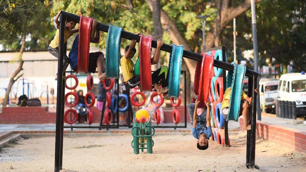 Des aires de jeux pour enfants avec des pneus recyclés