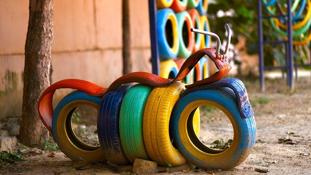 #4 Des aires de jeux pour enfants avec des pneus recyclés