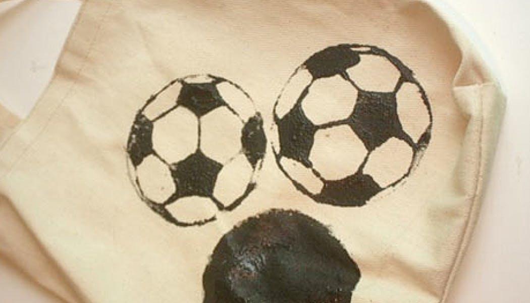 tote bag motif foot