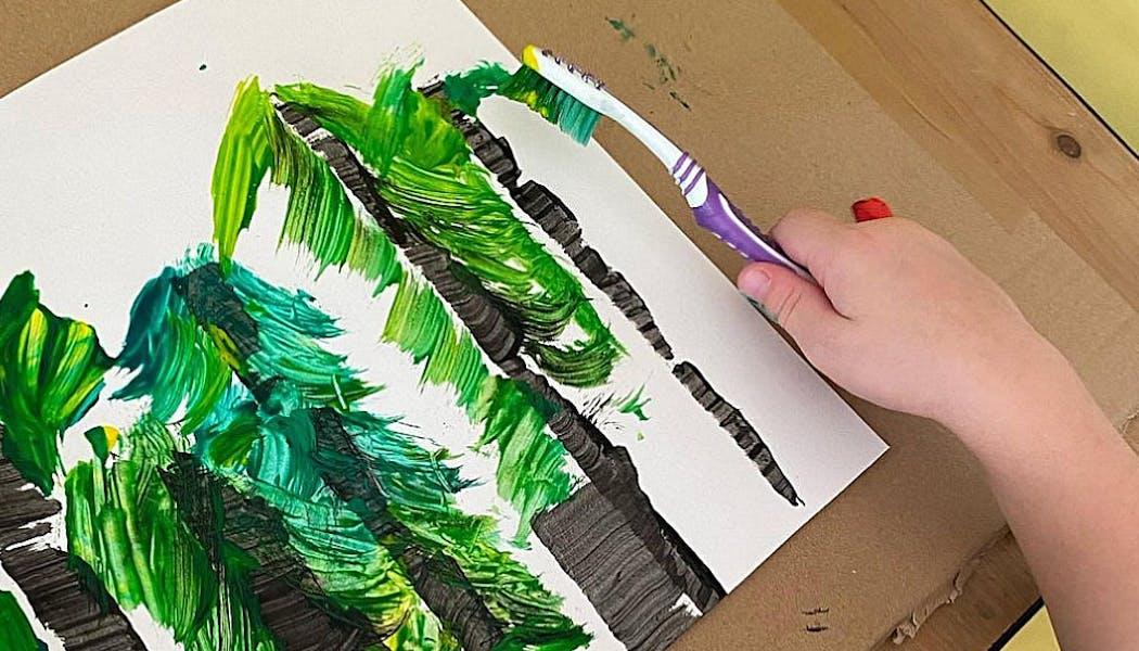 forêt de pins faite avec une brosse à dents