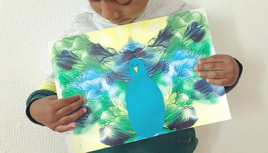 paon peint avec la technique du pliage et de la symétrie