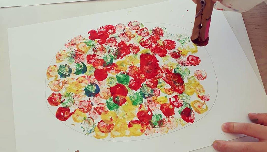 peinture à l'aide de pompons
