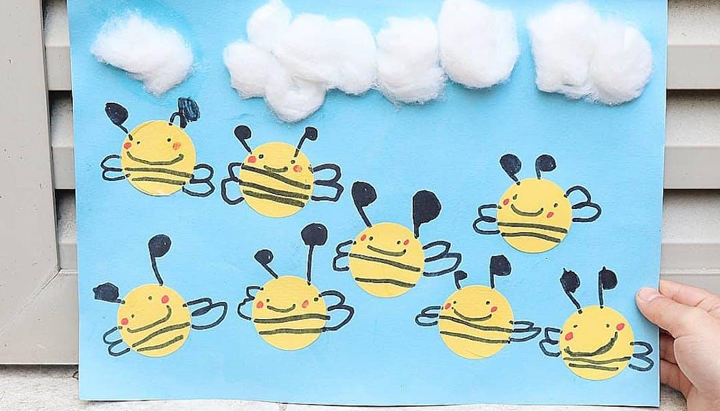 tableau avec des abeilles peintes