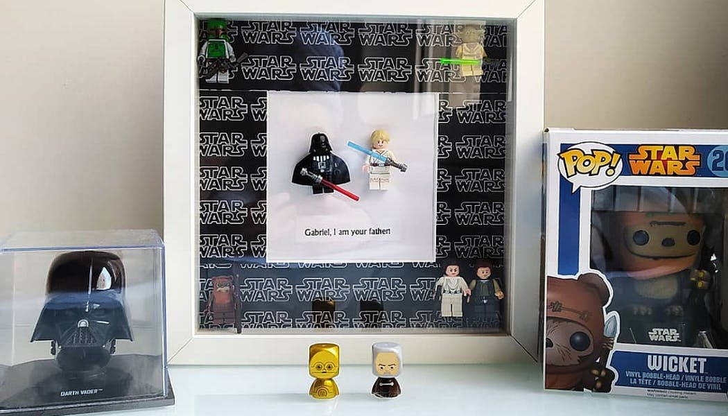 Un cadre avec des Lego Stars Wars