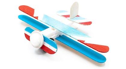 avion en bâtonnets de bois