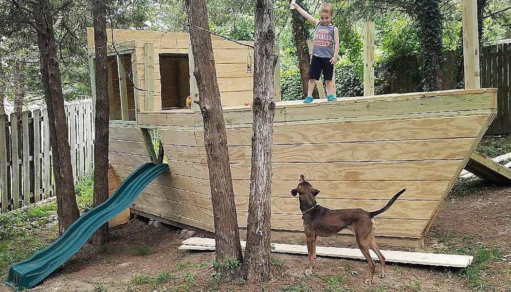 cabane en forme de bateau