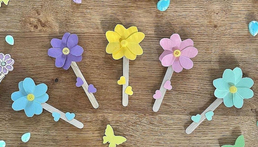 Des fleurs multicolores, parfaites pour un bouquet en bâtonnets en bois