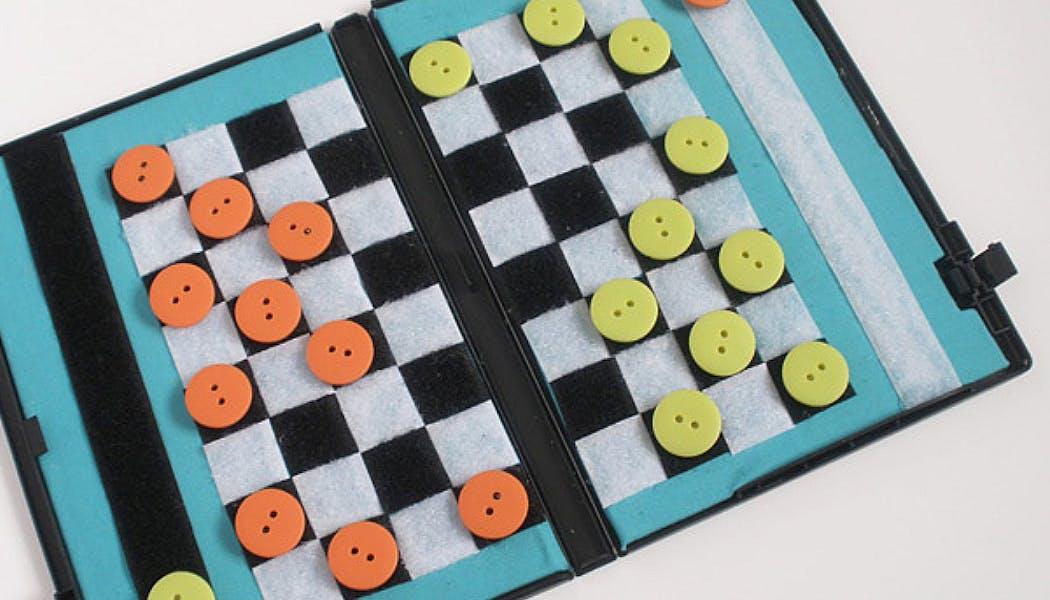 Un jeu de dames format poche