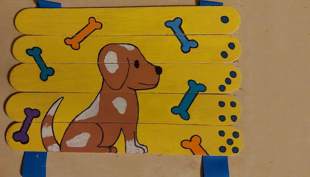 Un puzzle avec un dessin de chien fait à partir de bâtonnets