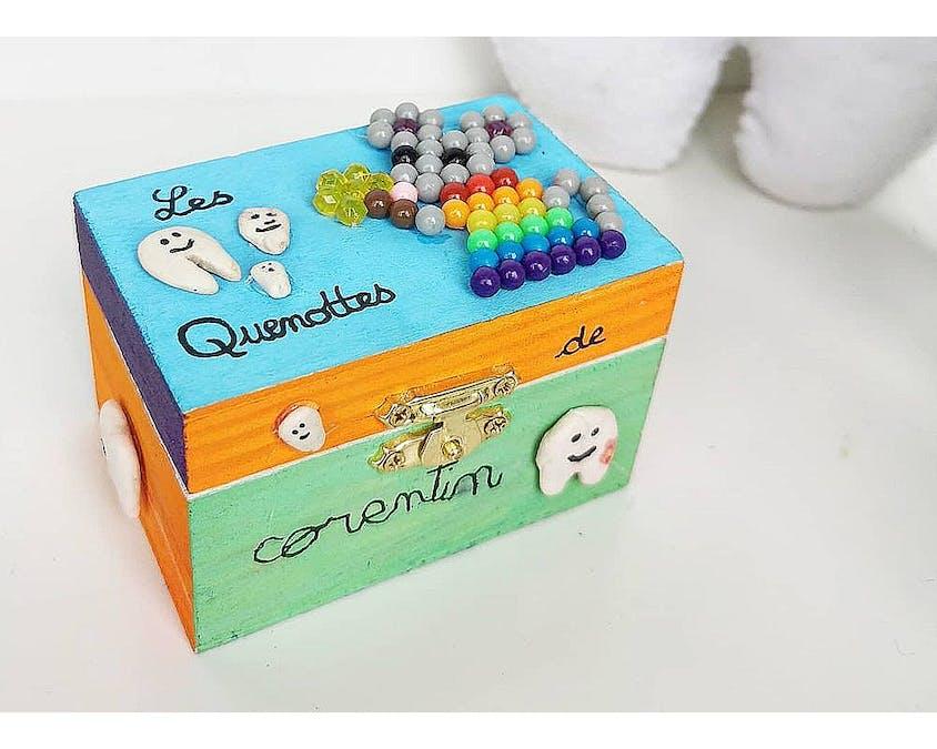 Une boîte multicolore pour les dents de lait