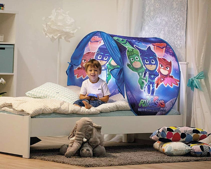 Une tente de lit aux couleurs des Pyjamasques