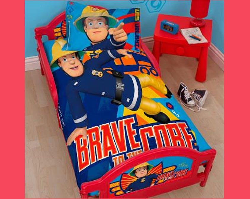 lit et une parure de lit Sam le pompier