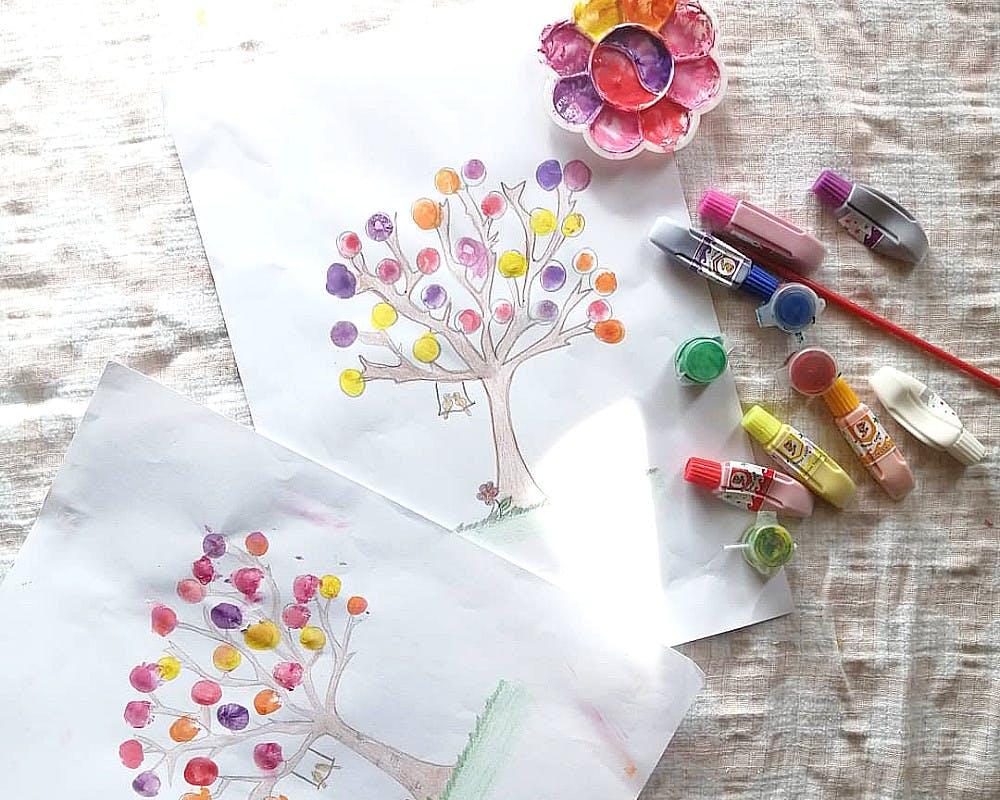 Peinture au doigt : l'arbre à empreintes