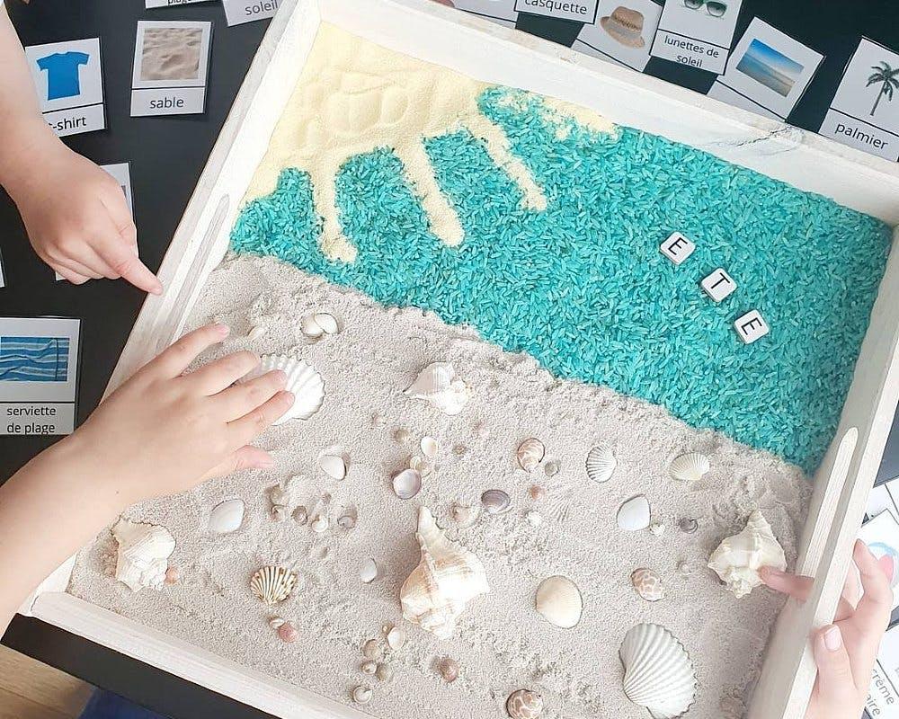 Bac sensoriel sur le thème de la plage