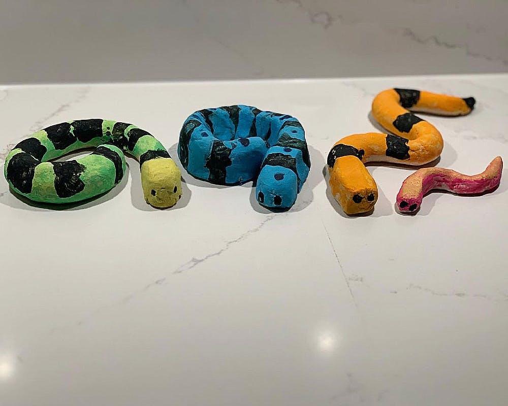 pythons colorés  en pâte à sel
