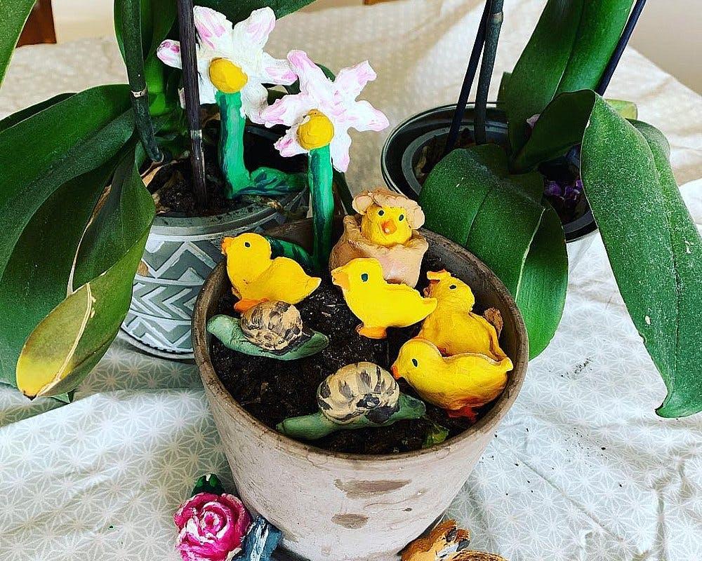 fleurs, poussins et lapins en pâte à sel