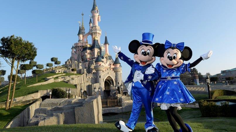 Disneyland Paris Mickey et Mini devant le château