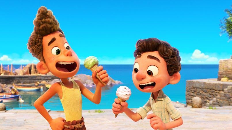 Luca film Disney Pixar Luca et Alberto, les 2 amis qui mangent une glace