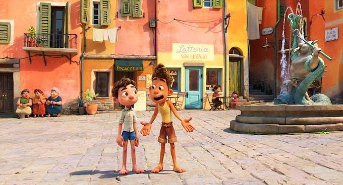 Luca film Disney Pixar Luca et Alberto, les 2 amis sur la place du village