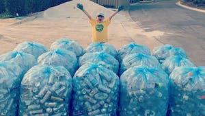 Recyclage : À 11 ans, il collecte plus d'un million de canettes et bouteilles avec son entreprise