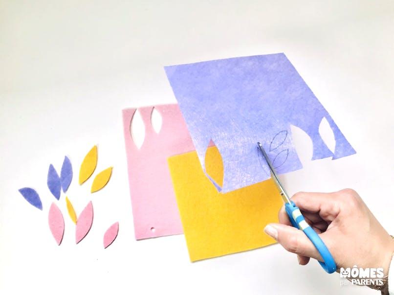 Faire des plumes colorées en feutrine et papier