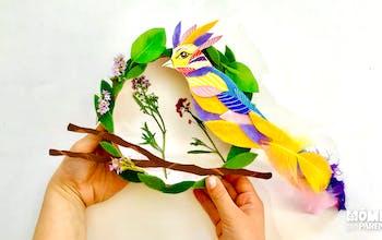 Couronne printanière avec un oiseau suspendu à sa branche