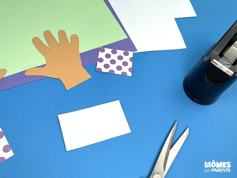 Découper le papier blanc