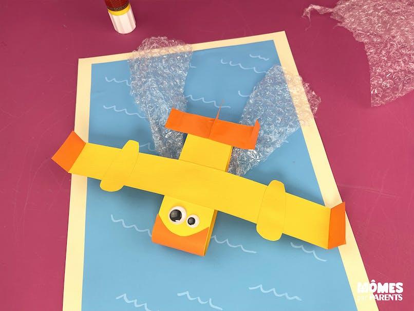Coller l'avion et les gerbes d'eau