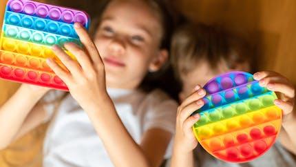 Pop-it : comment jouer au nouveau jeu tendance que les enfants adorent ?