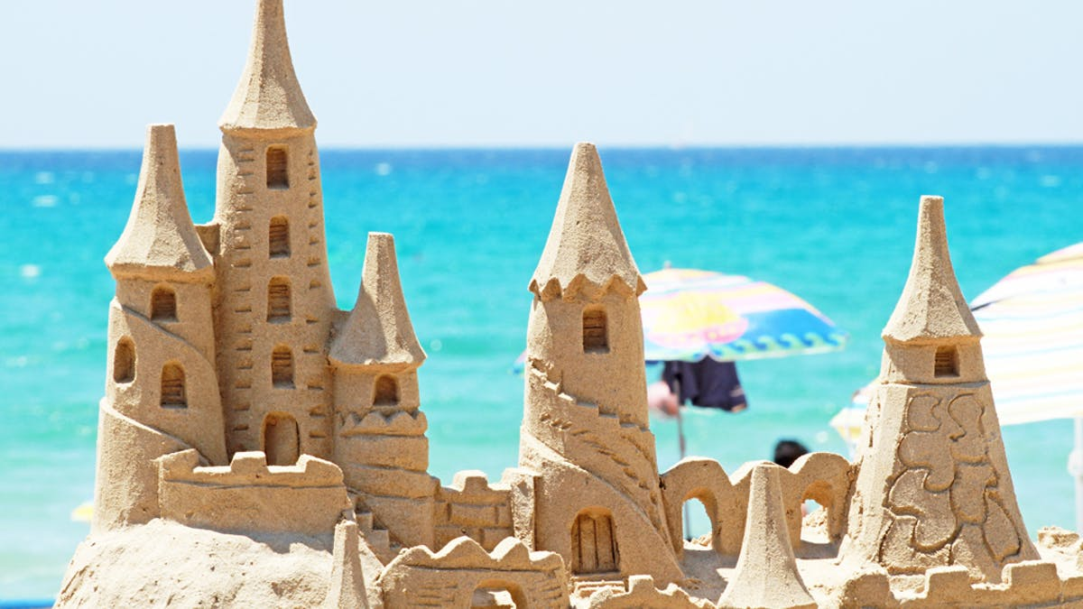 château de sable mer été
