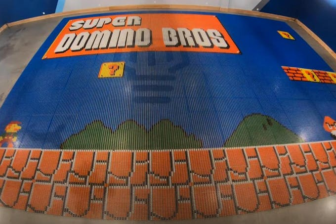 Dominator robot record monde 100 000 dominos en 24 heures