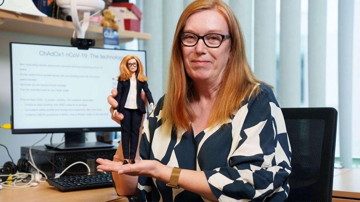 Sarah Gilbert, vaccinologue, et sa poupée Barbie
