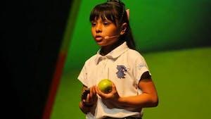 Cette fillette de 9 ans est un vrai petit génie, au QI supérieur à Einstein et Hawking !