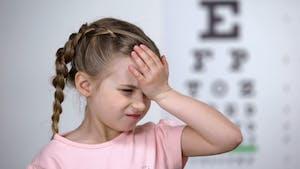 Myopie : des signes à repérer le plus tôt possible chez l'enfant