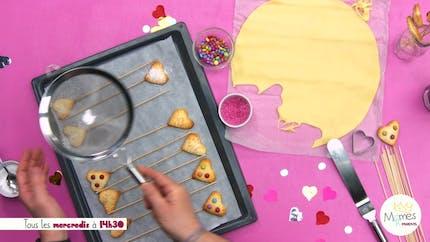 Vidéo - Replay - Mômes Part en Live - Recette de sucettes biscuit en forme de cœur